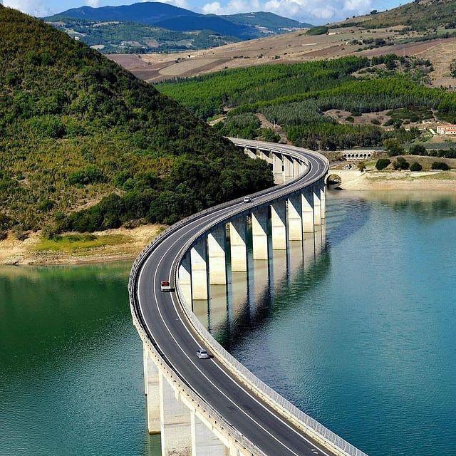 Viadotto di Liscione lungo la Bifernina tra Campobasso e Termoli in Molise.